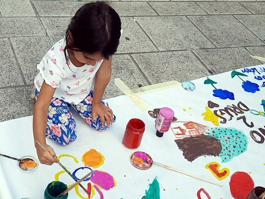 Children create their own drug-free message at the Say No to Drugs, Say Yes to Life booth, sponsored by the Churches of Scientology of Vienna.