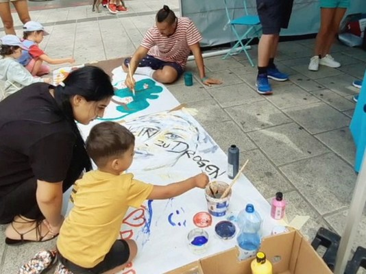 Youth are encouraged to express themselves by painting their drug-free message at the Say No to Drugs, Say Yes to Life booth in Vienna, Austria.